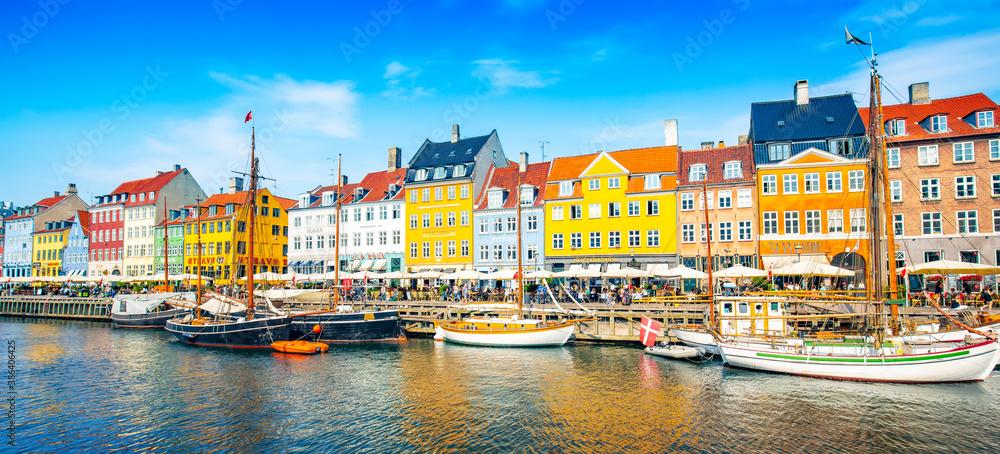 Fototapeta Wide panoramic view of Nyhavn harbour in Copenhagen, Denmark