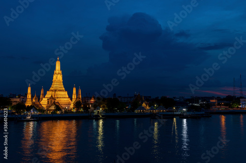 Tela タイの有名寺院ワットアルンの夜景