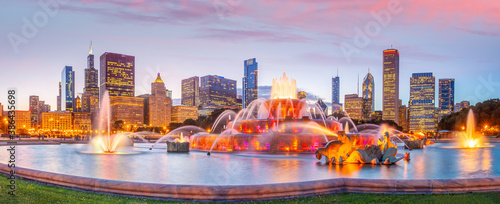 Photo Panorama of Chicago skyline  with skyscrapers at sunset