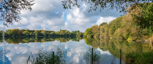 Lake at Neigh Bridge Country Park, The Cotswolds, Gloucestershire, England, Unit Fototapet