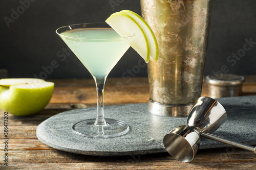 Boozy Refreshing Appletini Cocktail