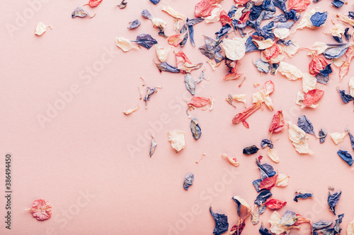 Biodegradable confetti from real dried flowers