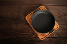 Empty Cast Iron Round Frying P...