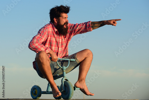 Cuadros en Lienzo Funny bike. Old man acting like a kid,