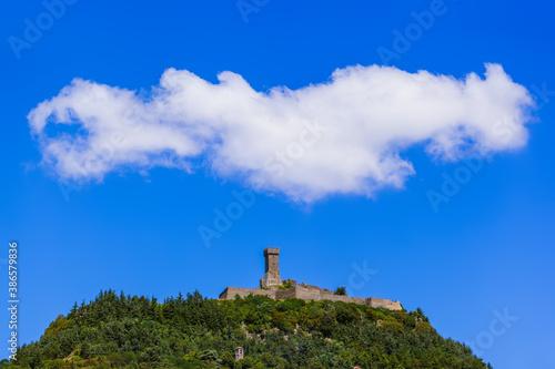 Naklejka premium Castle in Tuscany Italy