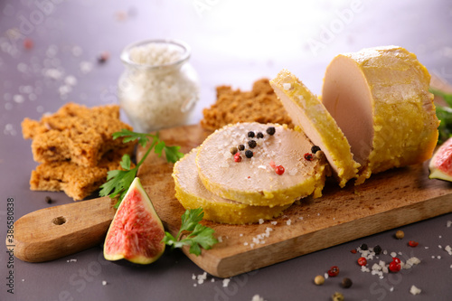 foie gras with fresh fig and gingerbread Canvas Print