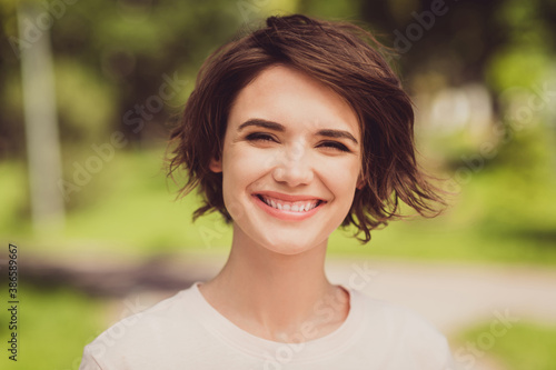 Cuadros en Lienzo Closeup photo of nice adorable cute glad young girl lady toothy smile look direc