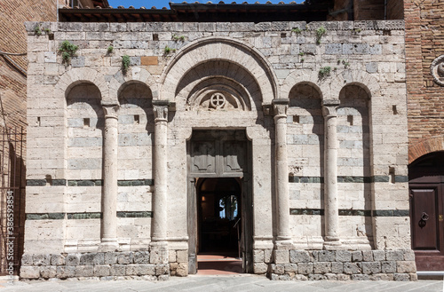 Naklejka premium Church in San Gimignano during the lockdown for COVID-19