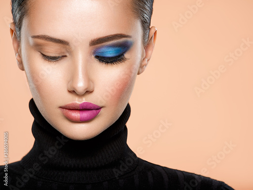 Cuadros en Lienzo One half face of a beautiful white woman with  bright makeup and the other is natural