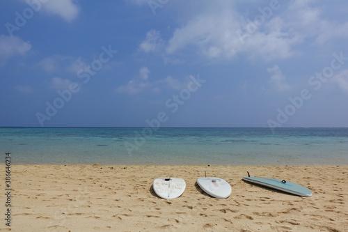 Fotografía サーフボードと海