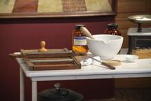 Flacons En Verre Dans Une Pharmacie Droguerie Ancienne