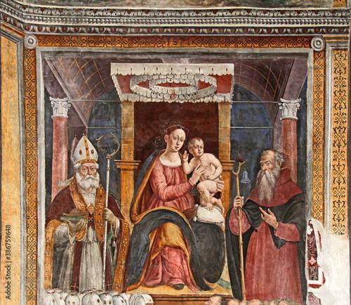 Fotografia Madonna in trono con Bambino tra i Santi Vigilio e Antonio abate; affresco nella