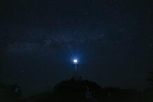 御神崎灯台と星空