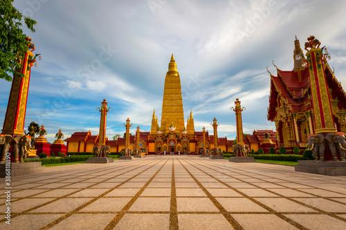 Papel de parede Wat Bang Thong, Beautiful temple in southern thailand at Krabi Province, Thailan