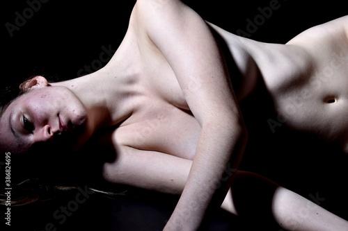 Obraz Comment faire face aux violences sexuelles  - fototapety do salonu
