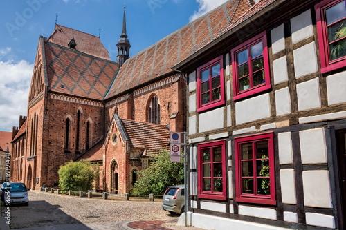 güstrow, deutschland - dom und fachwerk in der altstadt Canvas Print