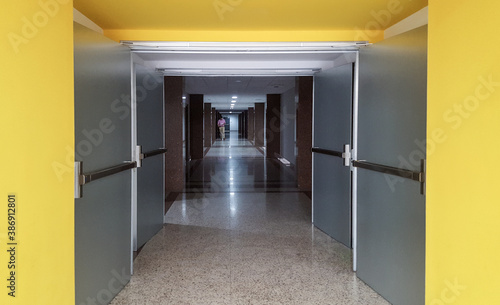 Fotografie, Obraz Long corridor with silhouette in office
