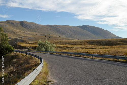 Fotografia Panoramic views of Campo Imperatore, at the foot of the Gran sasso mountain in I