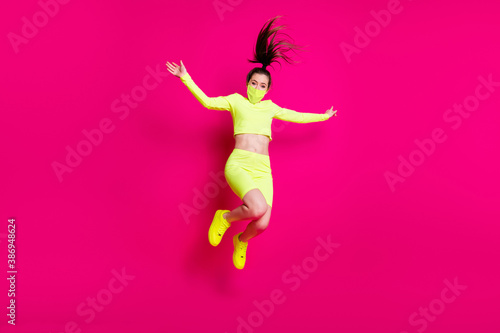 Tela Full length body size photo of jumping high shouting energetic sporty girl laugh