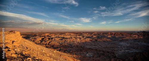Photo Panoramic view of Valle de la Luna or Moon Valley near San Pedro de Atacama, Chile