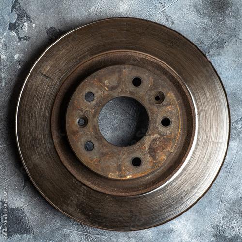 Obraz Old used car rotor brake disc, close up. - fototapety do salonu