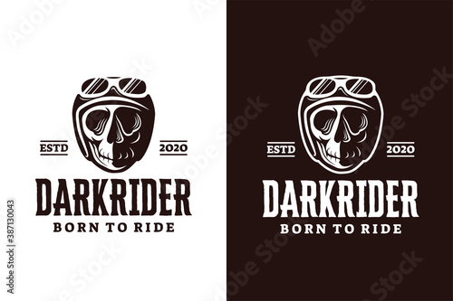 Foto Chopper skull with retro helmet logo vector illustration on white background
