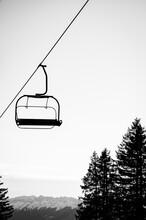 Remontée Mécanique Ou Télésiège - Paysage De Sport D'hiver En Montagne