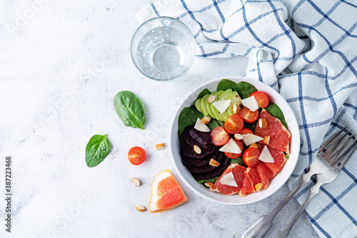 Canvastavla Red grapefruit beet spinach tomato salad in a bowl