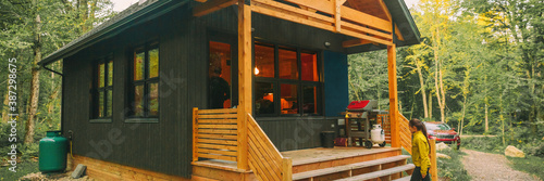 Photographie Vacation rental forest lodge countryside cabin by the lake for holidays in the wilderness