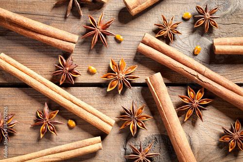 Fotografie, Obraz Anise stars and cinnamon sticks on old table