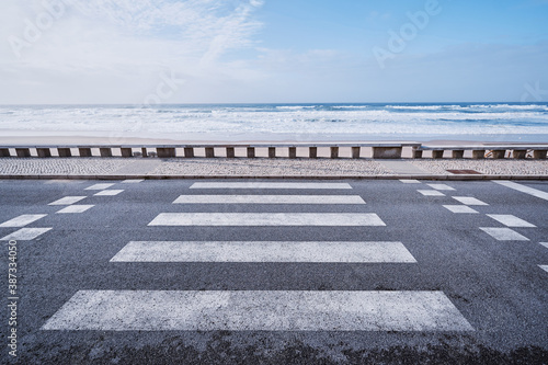 Canvas Zebra crosswalk on ocean ocean promenade.