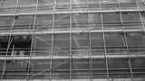 Fototapeta Kwiaty - scaffolding on a building black and white