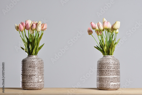 Fotografie, Obraz Two modern vases with tulips on a gray background