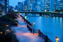 旧海岸道り運河の夜景