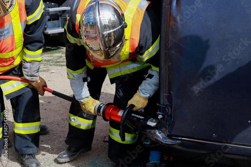 Tela Désincarcération à la cisaille pompier Français