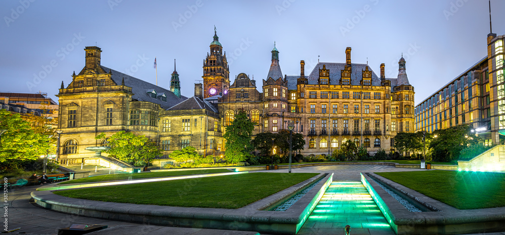 Fototapeta View of Sheffield City Council and Sheffield town hall in autumn