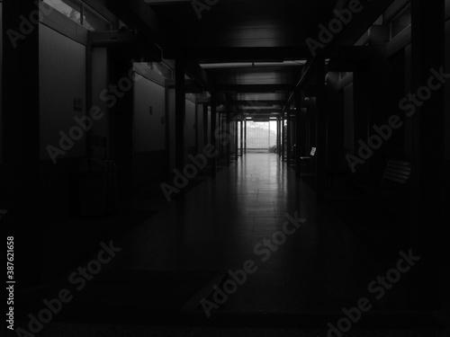 pasillo oscuro Fototapet