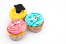 Deliciosos Cupcake De Colores Y Sabores Diferentes Con Fondo Blanco