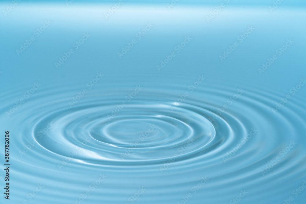 Fototapeta Drop of water drop to the surface. Waves on the surface of the water from a collision