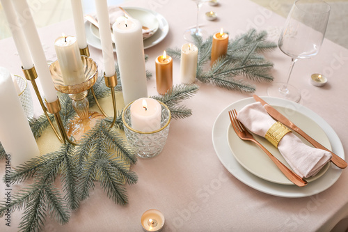 Canvas Print Beautiful table setting with Christmas decorations in living room