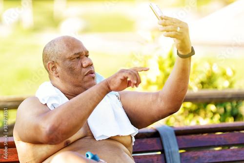 Fat senior man selfie outdoors Slika na platnu