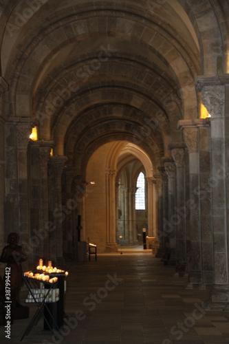 Foto Chorale religieuse dans la basilique Sainte-Marie-Madeleine de Vézelay