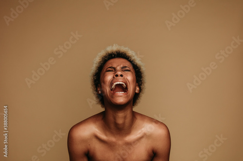 Photo Portrait of african american female shouting in pain