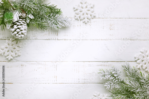 Fotomural Christmas tree branch with pine cone in snow and retro style clock on a white wooden background