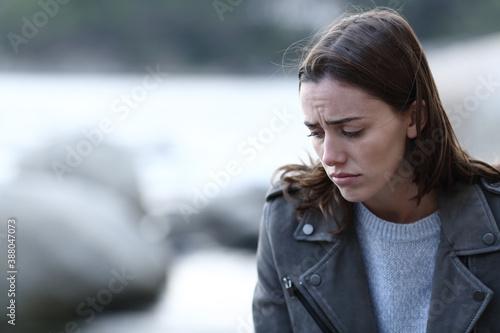 Slika na platnu Sad woman complaining looking down on the beach