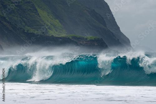 Large waves breaking on Kalaupapa leper colony beach on Molokai Fototapete
