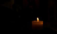 Luz De Una Vela En La Noche
