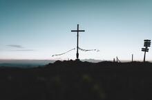 Gipfelkreuz Am Riedberger Horn Während Dem Sonnenuntergang Oder Der Blauen Stunde