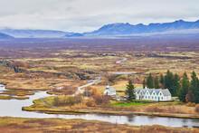 Meseta De Islandia Con Una Iglesia Con Cementerio