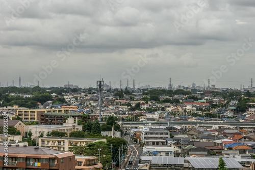 Obraz na plátně 曇天に包まれた調布市の街並み
